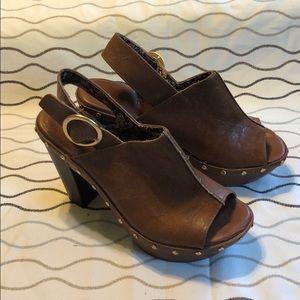 Unlisted platform heeled open toe clogs